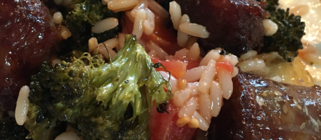 Riz pilaf aux saucisses et broccolis